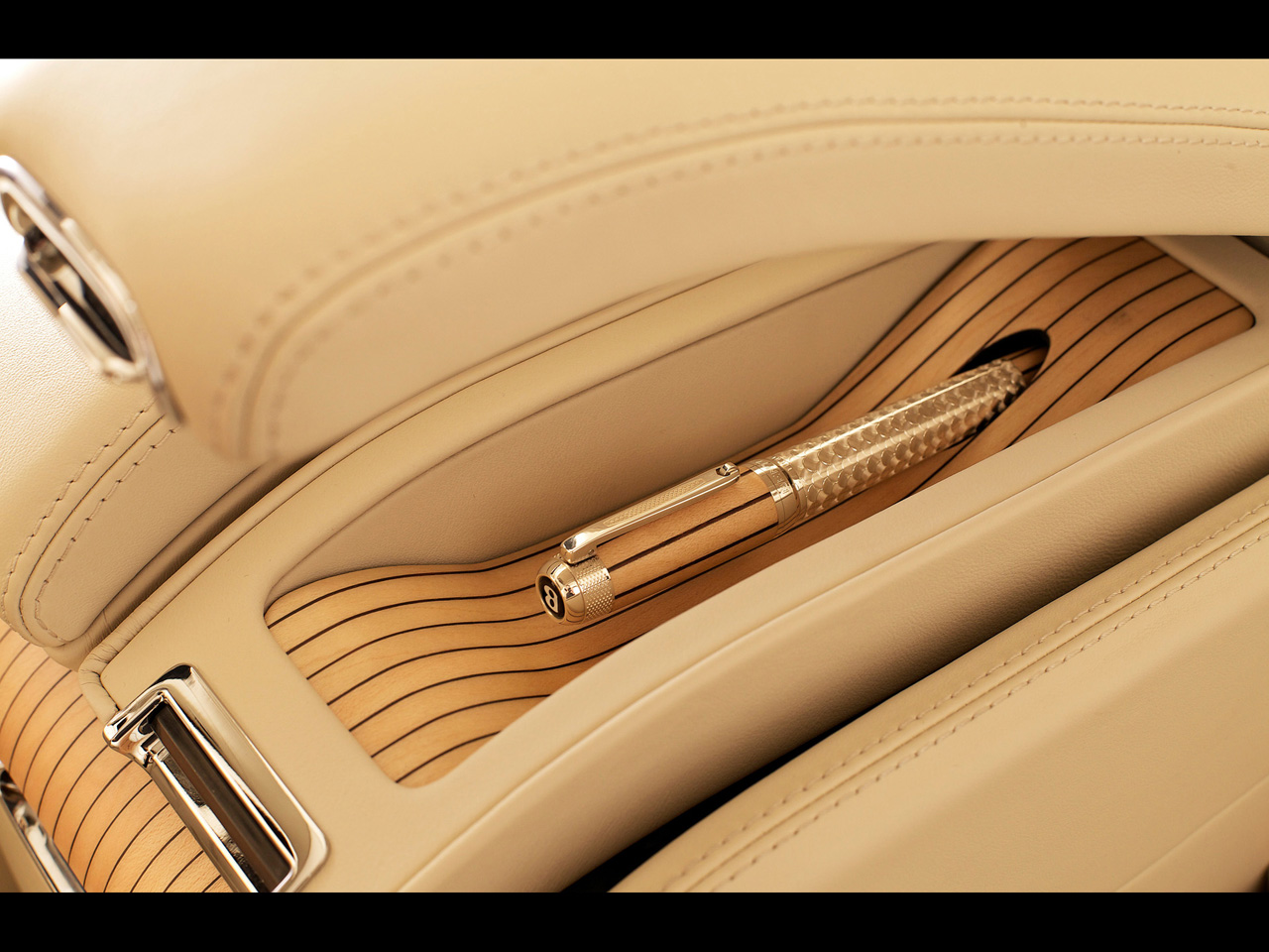 2012-Bentley-Mulsanne-Executive-Interior-Matching-Tibaldi-pen-1280x960 (1).jpg